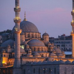 Groesse-Moschee-in-Istanbul