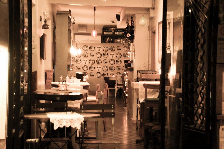 Restaurant Interieur Bild auf Leinwand / Acrylglas / Kunstdruck kaufen